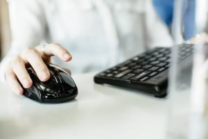 person using a ergonomic mouse